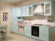 Klassische Landhausküche in hellblau