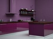 Zweizeilige Hochglanzküche in Pink