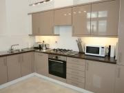 Moderne offen Küche mit Hochglanzfronten