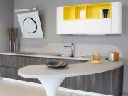 L-Förmige Küche mit Acrylfronten im Holzlook