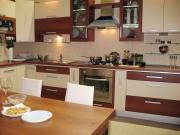 Offene Wohnküche mit pflegeleichten Fronten