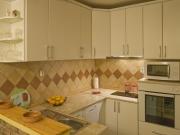 Klassische helle Einbauküche