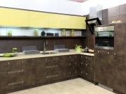 Stilvolle L-Formküche in Holzoptik