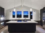 Luxuriöse U-Formküche mit Kücheninsel