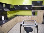 Einbauküche mit Fronten in Holzoptik