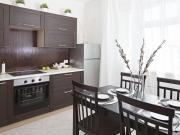 Luxuriöse Küche in stilvoller Holzoptik