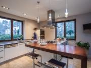 Stilvolle Küche mit Küchenhalbinsel