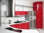 Moderne Küche in L-Form mit roten Fronten