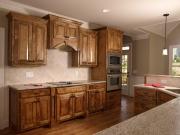 Rustikale Landhausküche mit Holzfronten