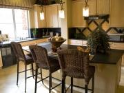 Luxuriöse Küche mit zentralen Küchentresen