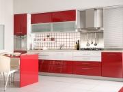Eine offene Hochglanzwohnküche in Rot / Weiß