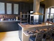 Exklusive Landhausküche mit komfortabler Kücheninsel
