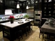 Luxuriöse Landhausstil in dunklem USA-Stil
