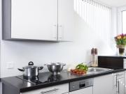 Klassische Singleküche mit Hochschrank