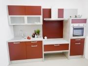 Moderne Luxussingleküche mit roten Fronten