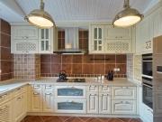 Offene L-Förmige Einbauküche mit Essbereich im Landhausstil