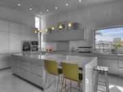 Stilvolle zweizeilige Küche mit Essbereich