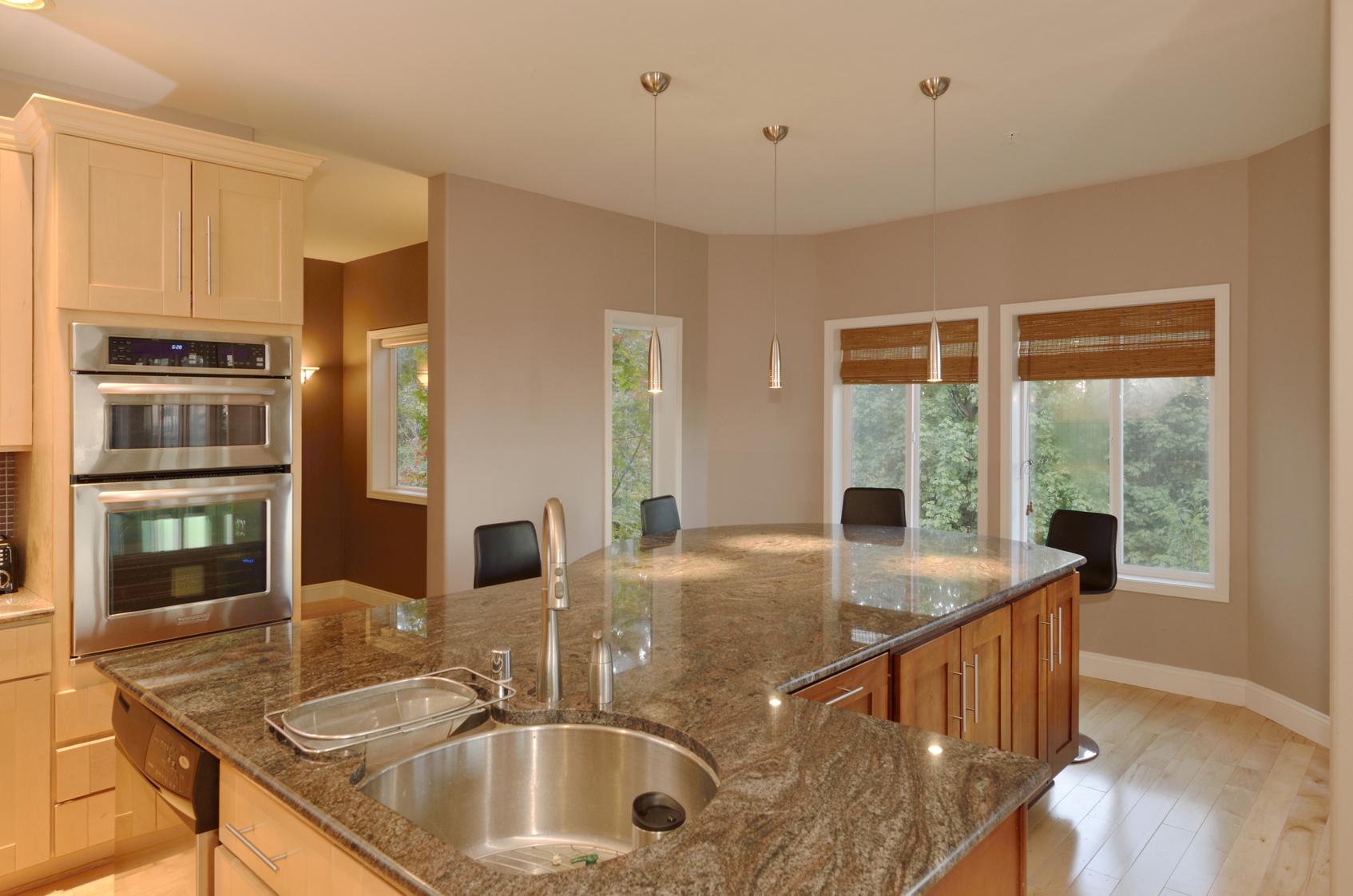 Die Kücheninsel - stilvolle Küchenform mit optischem Highlight